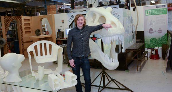 Jacob Lundin på BLB industries med stor 3D skrivare